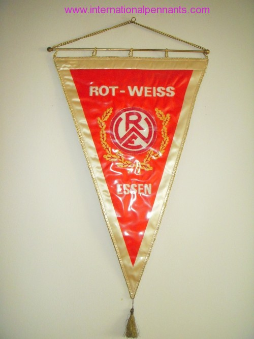 rot weiss essen 2 internationalpennants. Black Bedroom Furniture Sets. Home Design Ideas